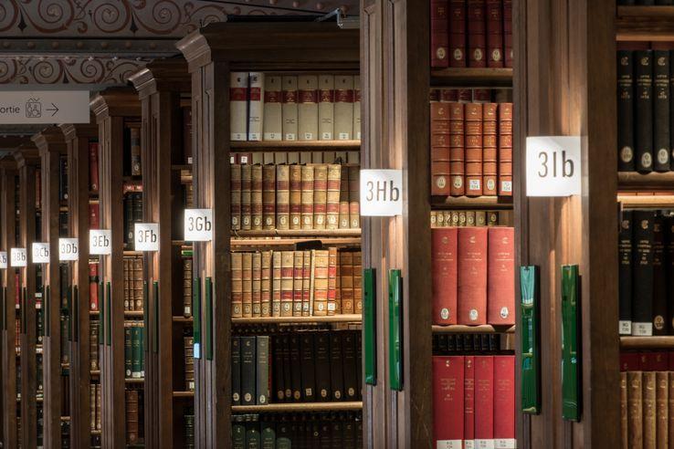 Magasins de la bibliothèque de l'École des chartes, au 12, rue Petits-Champs  © ENC - cl. J.C. Ballot