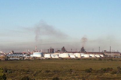 La pollution est visible au-dessus de la zone industrielle de Fos-sur-Mer