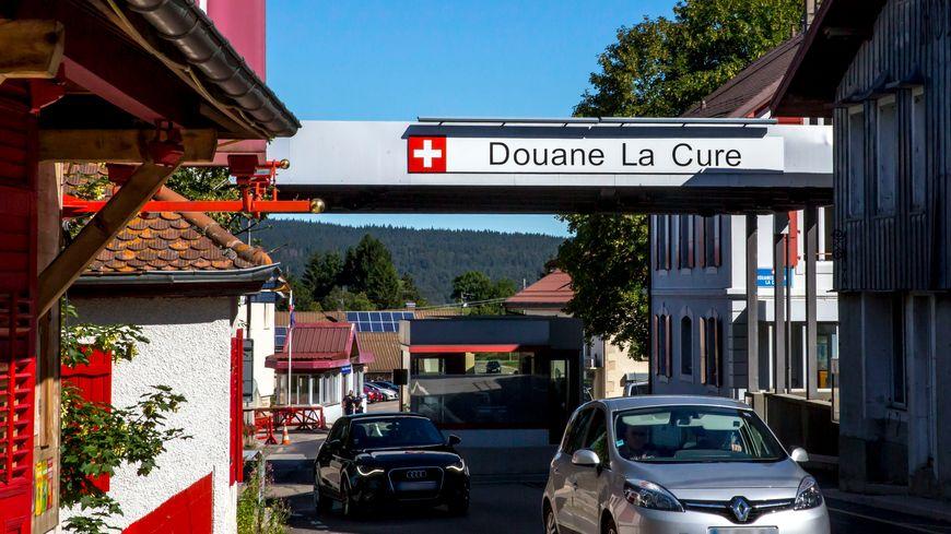 La douane franco-suisse à La Cure.