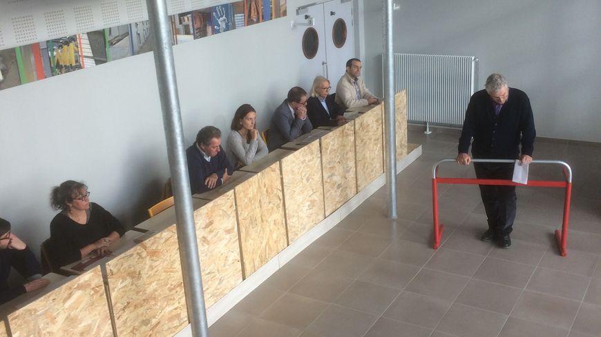 La salle d'assises reconstituée pour la répétition dans le lycée Martin Nadaud de Saint Pierre-des-Corps
