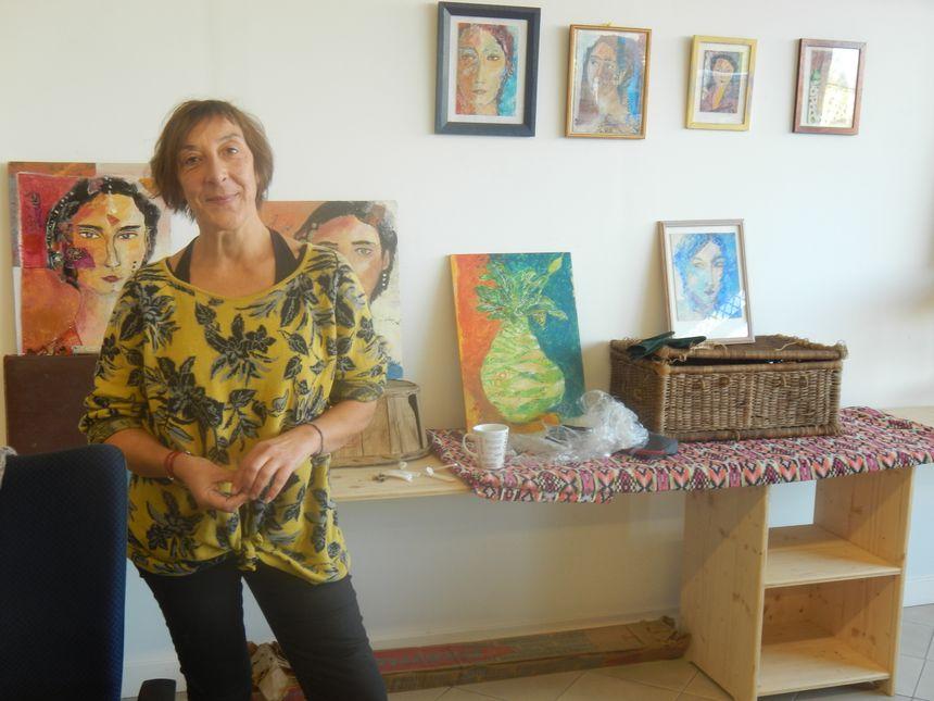 Patricia Legrand qui expose des peintures