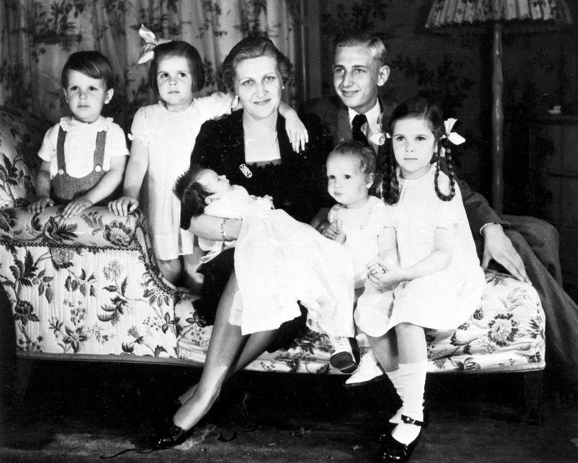1936, Magda Goebbels, epouse de Joseph Paul Goebbels, entouree de cinq de ses six enfants