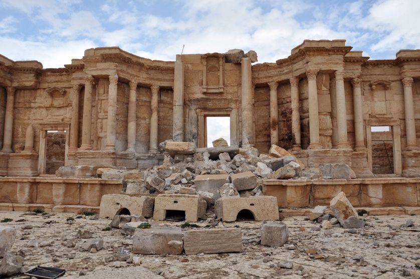 L'amphithéâtre romain du site de Palmyre en Syrie, en partie détruit par l'Etat islamique. Photo prise le 3 mars 2017, au lendemain de la reprise de la cité antique par l'armée syrienne appuyée par l'avion russe.