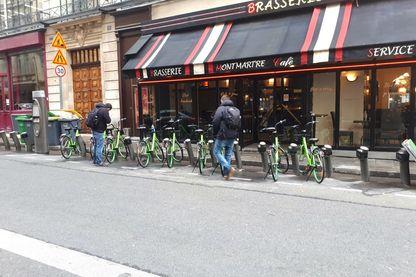 A Paris, les GoBee.Bike s'installent sans vergogne sur les bornes Vélib' de la ville