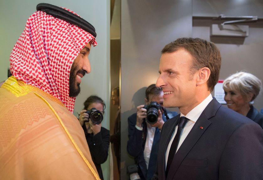 Rencontre express entre le prince héritier d'Arabie Saoudite, Mohammed ben Salmane, et Emmanuel Macron, à Ryad jeudi soir
