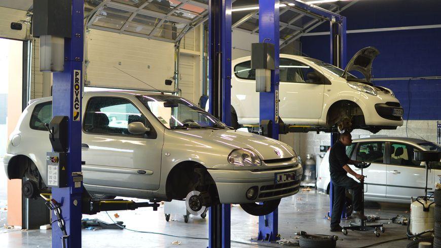 Il faut en moyenne une trentaine de minutes pour installer des pneus neige sur une voiture.