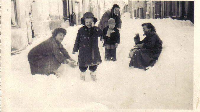 Une rue de Dijon en 1956, photo postée sur Facebook par Christian Machabert
