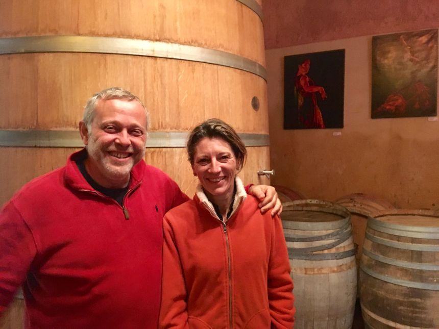 Mathieu Chatain (psdt des Vignerons Indépendants du Gard) et Diane de Puymorin président aux destinées du Chateau d'Or et de Gueules