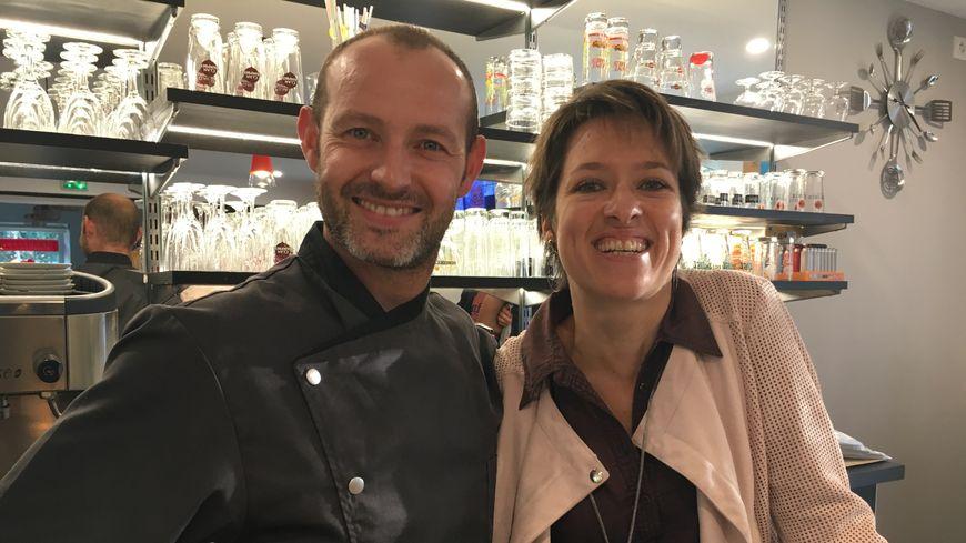 Julien et Virginie dans leur établissement à Gaillères: Au Coeur des Landes