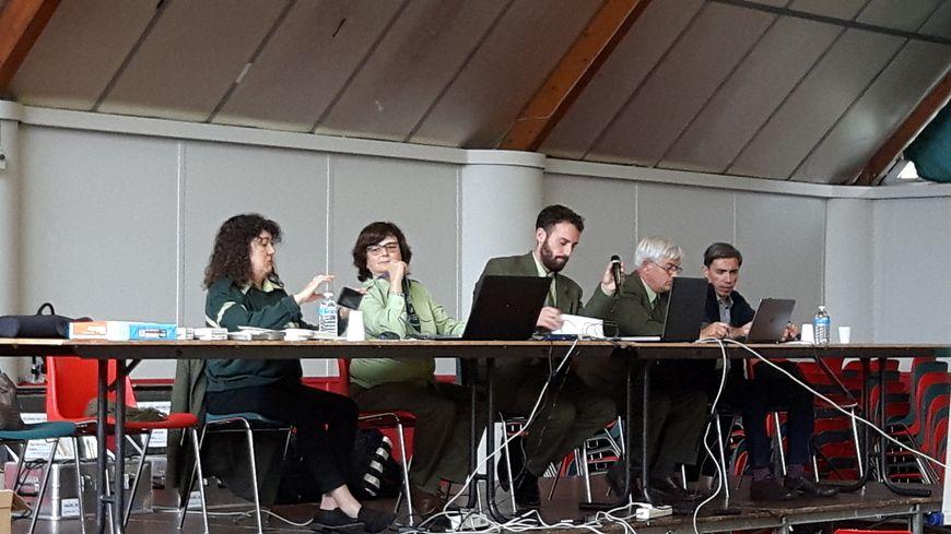 Pierre Véry, directeur commercial à l'ONF (au centre de la photo)