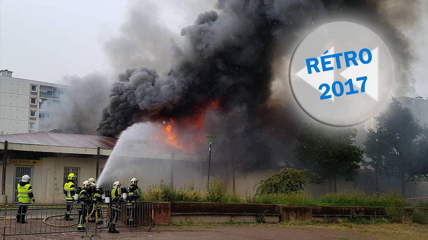 Une soixantaine de pompiers sont mobilisés pour venir à bout de l'incendie, quartier des Champs Plaisants à Sens (Yonne)