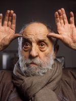 Portrait du sculpteur César en 1997.