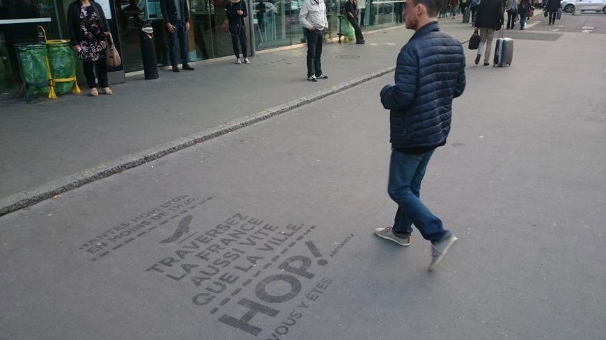 Nantes refuse d'expérimenter la publicité sur les trottoirs