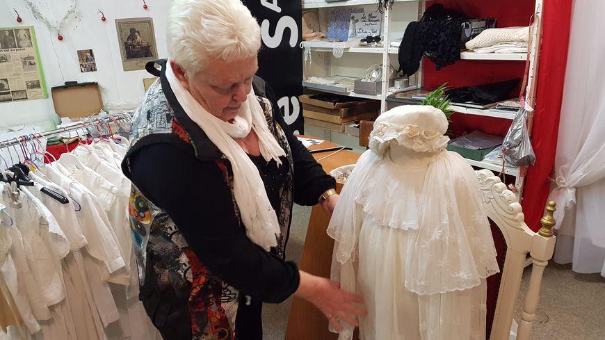 Eliane Louvel a collectionné broderies et dentelles pendant cinquante ans.