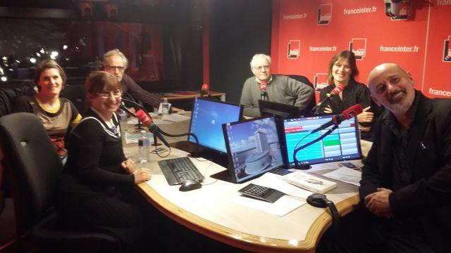 Vous Les Femmes, de gauche à droite, Ariane Ascaride, Christelle Monville, Hervé Pauchon, Albert Algoud, Odile Chabrillac, Daniel Morin.