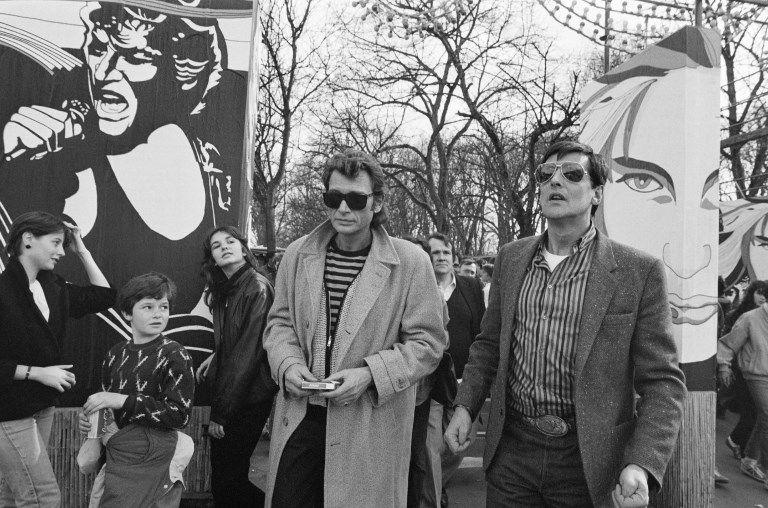 Johnny au Printemps de Bourges 1985 aux côtés de son producteur de l'époque Jean-Claude Camus.