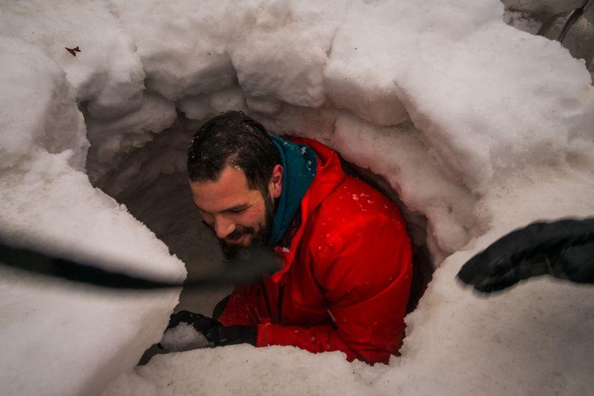 Construction d'un igloo à la Planche des Belles Filles