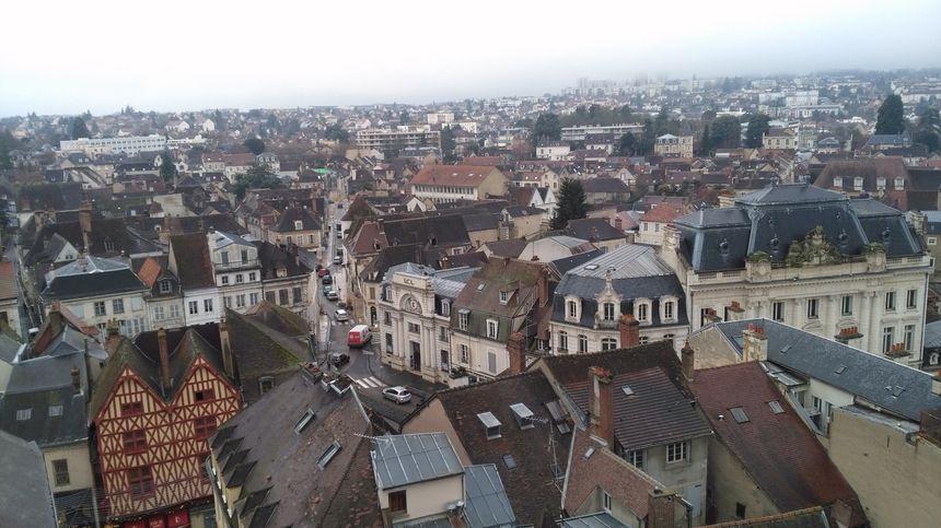 Depuis le sommet de la tour, la vue sur Auxerre est spectaculaire