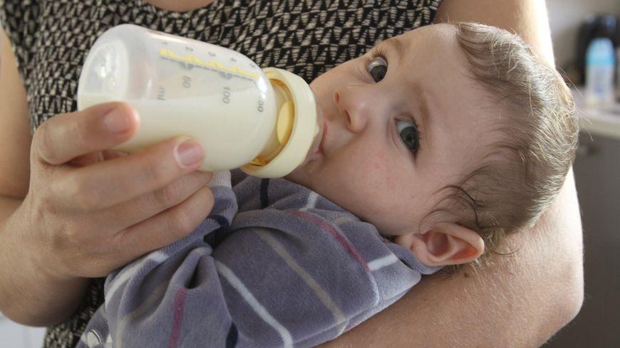 Lait pour bébé (Illustration)