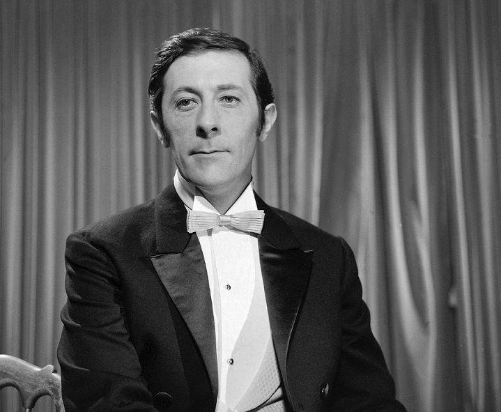 """Jean Rocherfort interprète Don Juan dans la pièce de théâtre """"Don Juan revient de guerre"""" réalisée par Georges Cravenne 1968."""