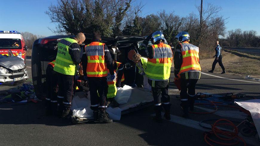 Accident à l'entrée de Codognan - la voiture s'est couchée