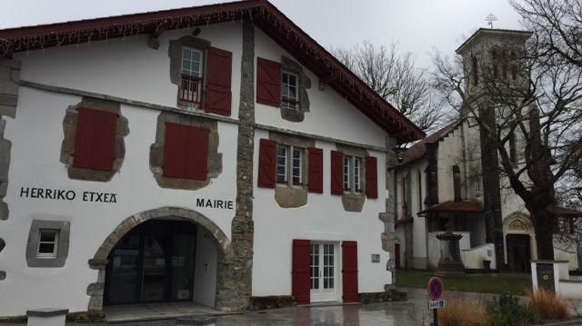 De plus en plus de personnes élisent domicile à Larressore.