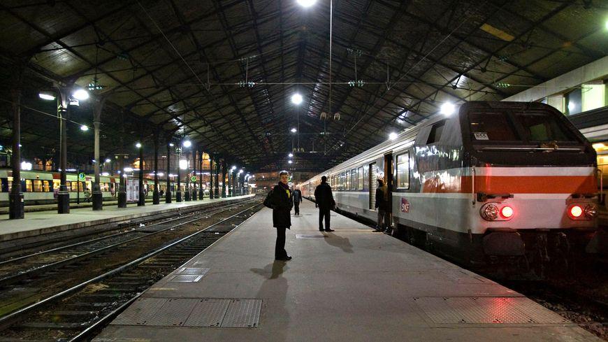 Une panne d'alimentation électrique a bloquée la circulation des trains en gare de Paris Saint-Lazare ce mardi matin