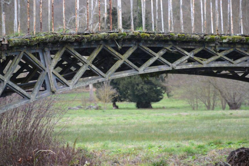 """Le pont """"aux Boules d'or"""" du domaine de Méréville (Essonne)"""