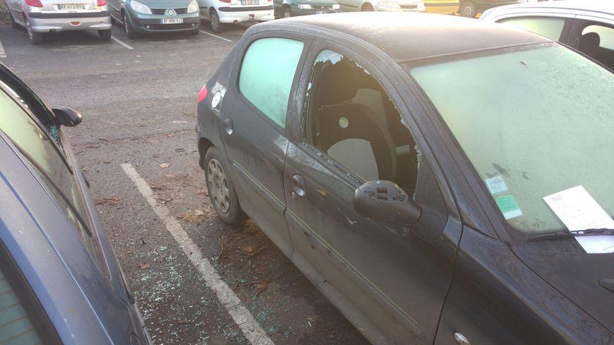 Voitures vandalisées à la Porte de Paris à Poitiers