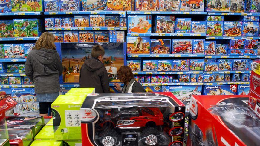 Le budget moyen des Français pour les cadeaux s'élève à 323 euros cette année, d'après une étude de l'établissement de crédit Cofidis,