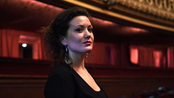 Julie Fuchs en 2015, dans la salle de l'Opéra Garnier (Paris).