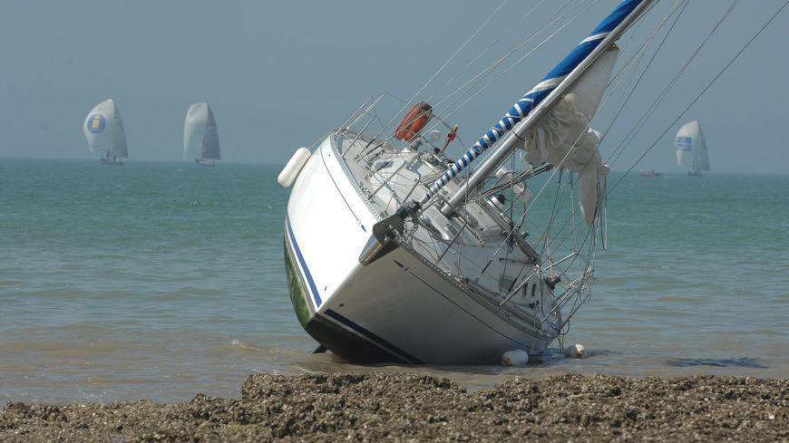 Le voilier a très certainement été poussé par le vent qui souffle en ce moment. Illustration.
