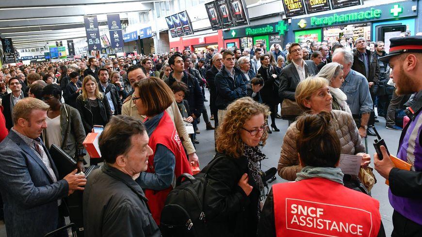 Des milliers de voyageurs ont été bloqués ce dimanche à Montparnasse