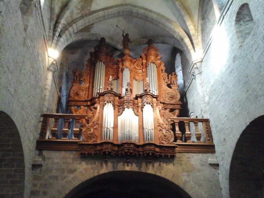Claviers, pédaliers, tirants,... Christian Bacheley connaît tous les traits de caractère de son orgue!