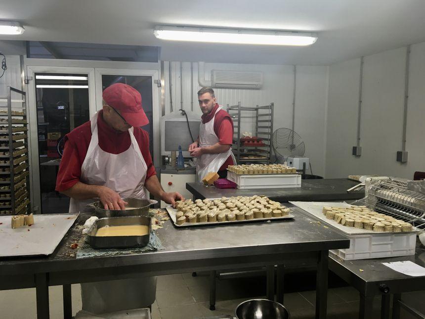 Les petits pâtés sont fabriqués à la main