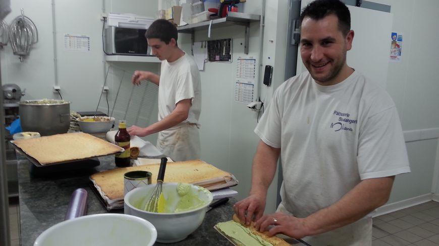 Michaël Milano, dans son laboratoire de pâtisserie
