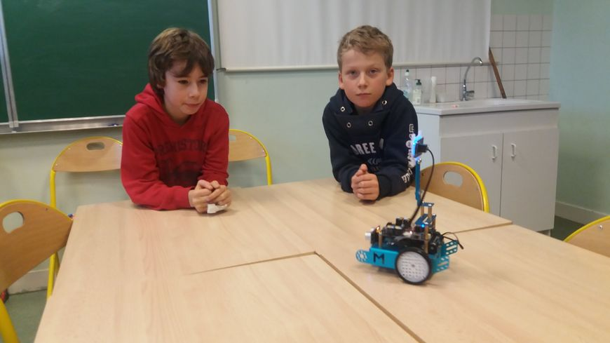 Les élèves de l'école Jean Macé découvrent les nouvelles technologies.