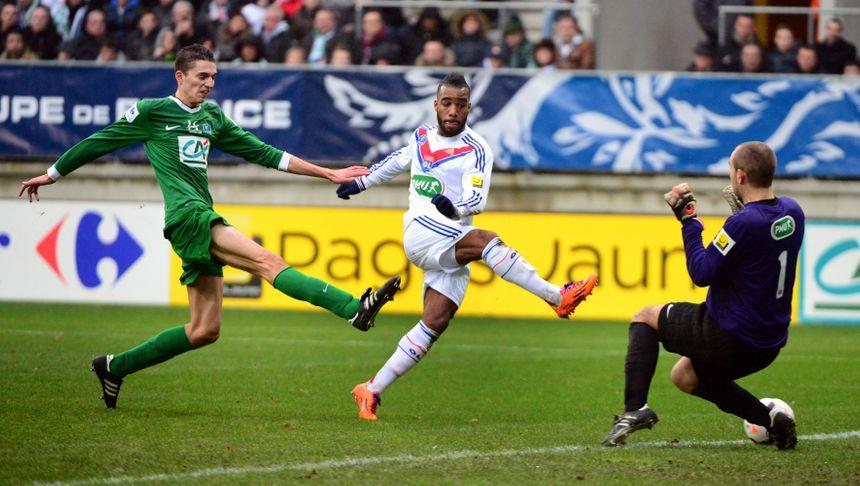 Le 5 janvier 2014, la Suze défie Lyon en 1/32eme de finale de la coupe de France. Alexandre Lacazette et ses coéquipiers lyonnais gagnent le matche 6 buts à 1