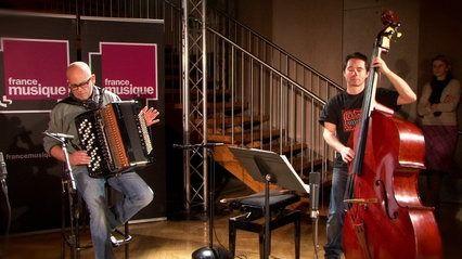 """Piazzolla   """"Libertango"""" par Daniel Mille (accordéon), Grégoire Korniluk, Paul Colomb, Frédéric Deville (violoncelles) et Diego Imbert (contrebasse). Arrangement de Samuel Strouk. Enregistré le 26 janvier 2015 au studio 107 de la Maison de la Radio,"""