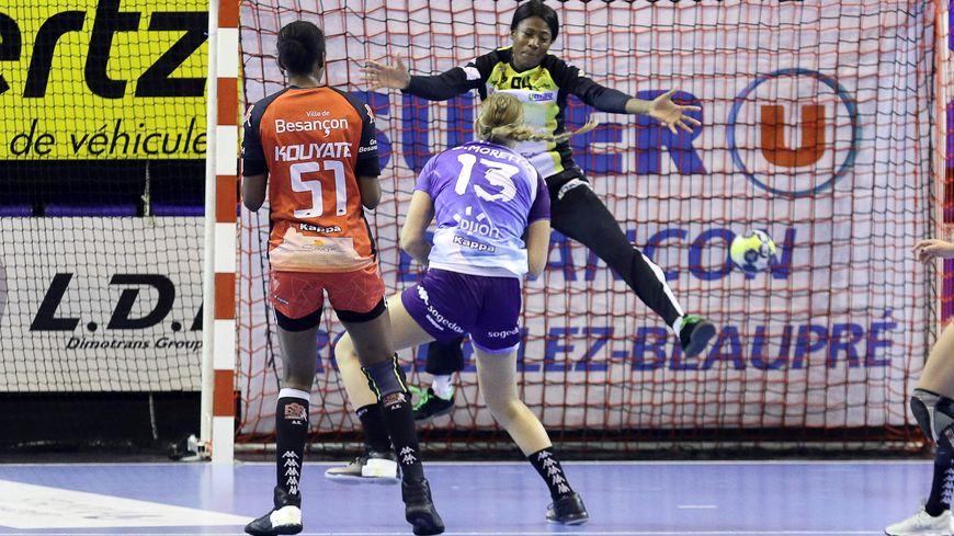 En fin de contrat, la gardienne de handball de l'ESBF, Catherine Gabriel, a décidé de changer d'air, après sept années à Besançon.