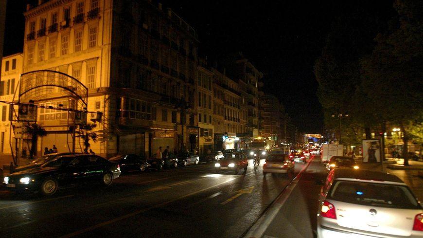 Une grande partie de Marseille a été plongée dans le noir pendant près de trois heures ce samedi soir (Photo Illustration)