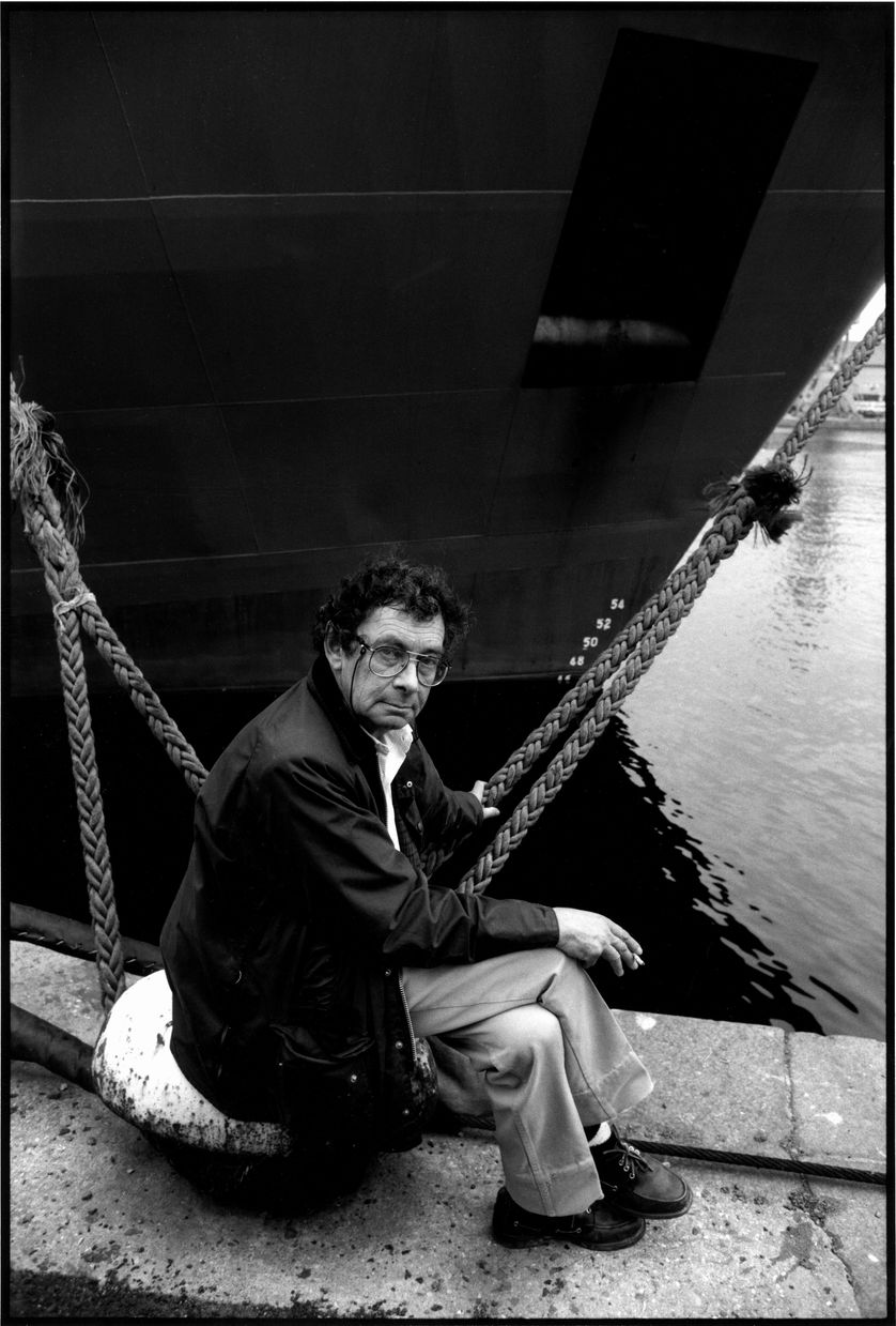 Nicolas Bouvier ( 1929-1998 ) during book fair in Saint Malo.
