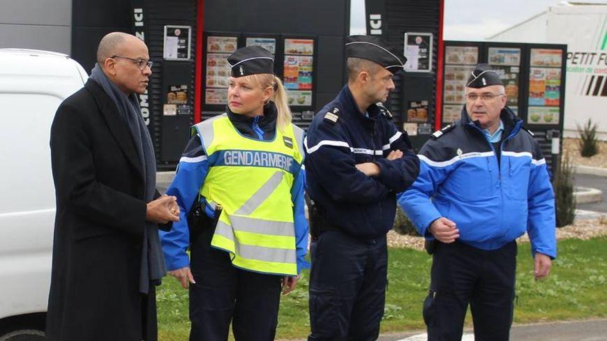 Peu avant Noël, le préfet de la Charente Pierre N'Gahane a rendu visite aux gendarmes en opération de sécurisation de la zone commerciale des Grands champs à Champniers près d'Angoulême