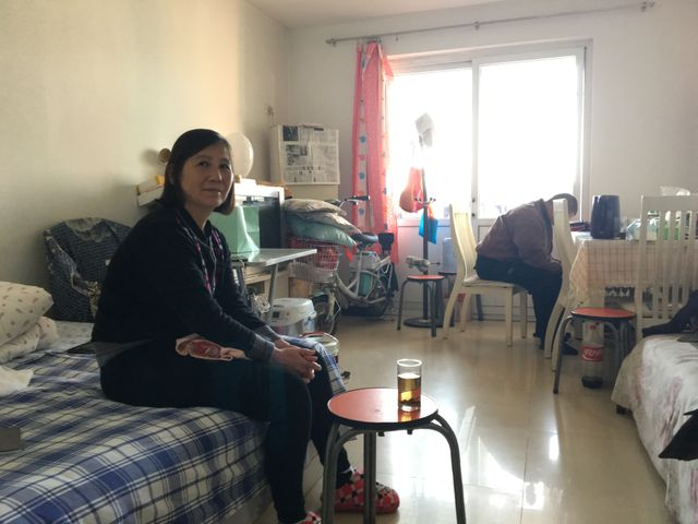 Ni Yulan vit aujourd'hui avec son époux dans un logement minuscule dans l'est de Pékin
