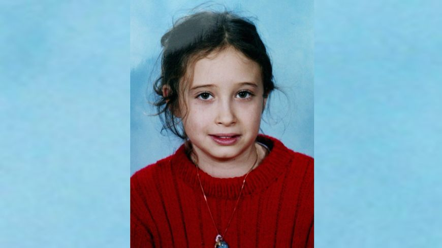 Estelle Mouzin, âgée de neuf ans, a disparu sur le chemin entre son école et son domicile depuis le 9 janvier 2003 à Guermantes (Seine-et-Marne), un village situé à proximité de Melun.
