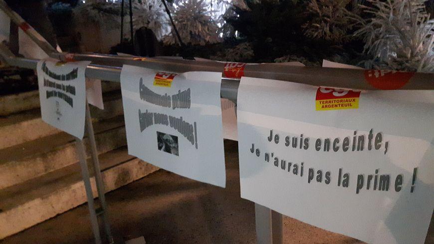 Argenteuil instaure à partir du 1er janvier 2018 une prime d'assiduité. Hier soir l'intersyndicale (CGT, FSU et CFDT) manifestait devant l'hôtel de ville.