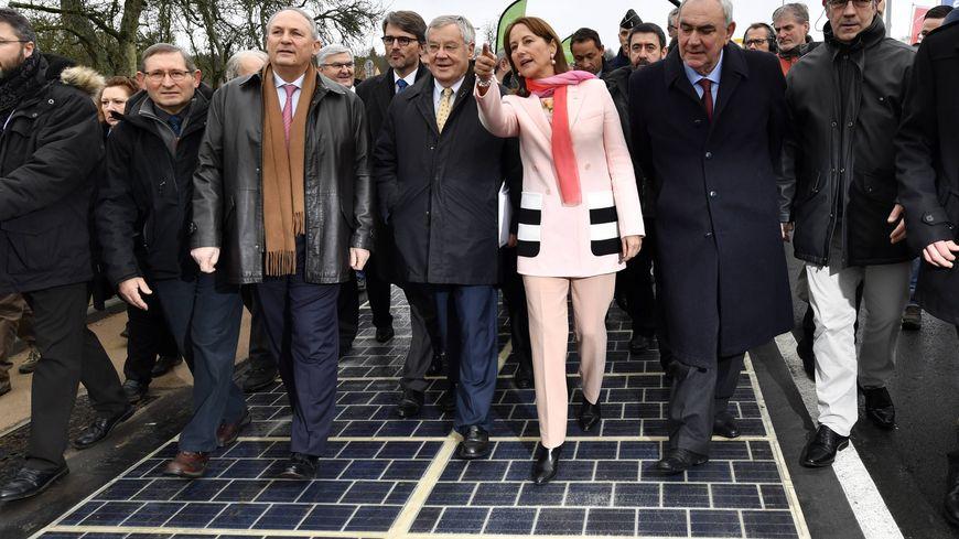 Le 22 décembre 2016, Ségolène Royal inaugure à Tourouvre (Orne) la première  route solaire du monde