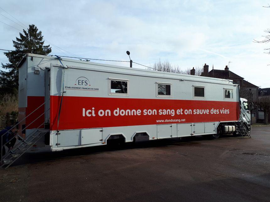 Le camion de l'EFS sillonne les villes et villages de l'Yonne