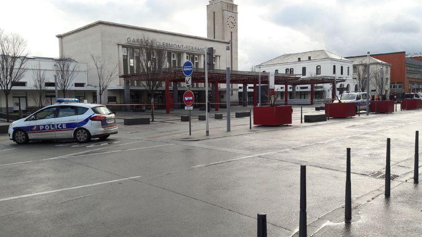 Un périmètre de sécurité établi en attendant le service de déminage venu de Lyon