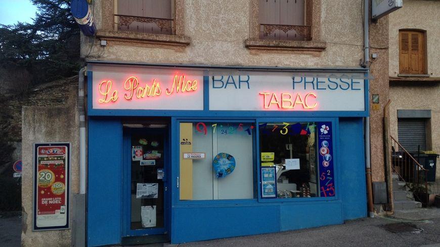 Le ticket gagnant a été acheté au bar-tabac Le Paris-Nice, à Saint-Étienne.